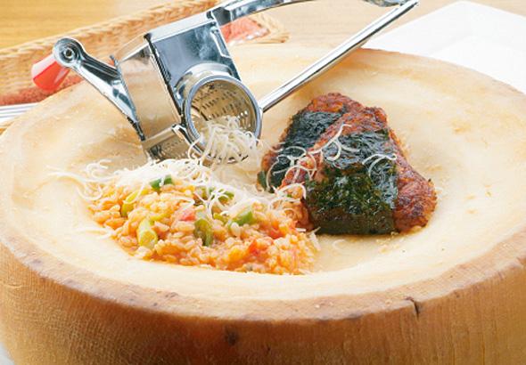 たっぷり野菜と槲チーズの焼きリゾットonigiri風